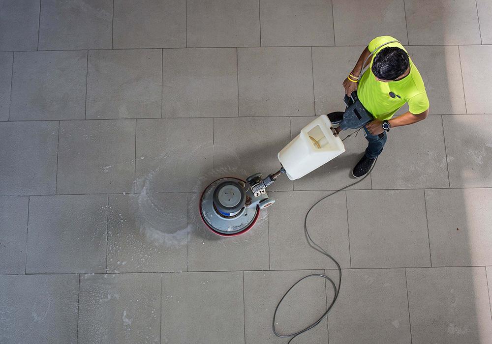 Monospazzola per pavimenti